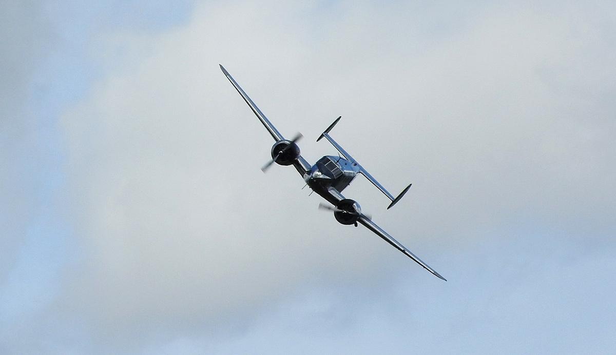 Den ve vzduchu v Plasích: Beech C45H Expeditor