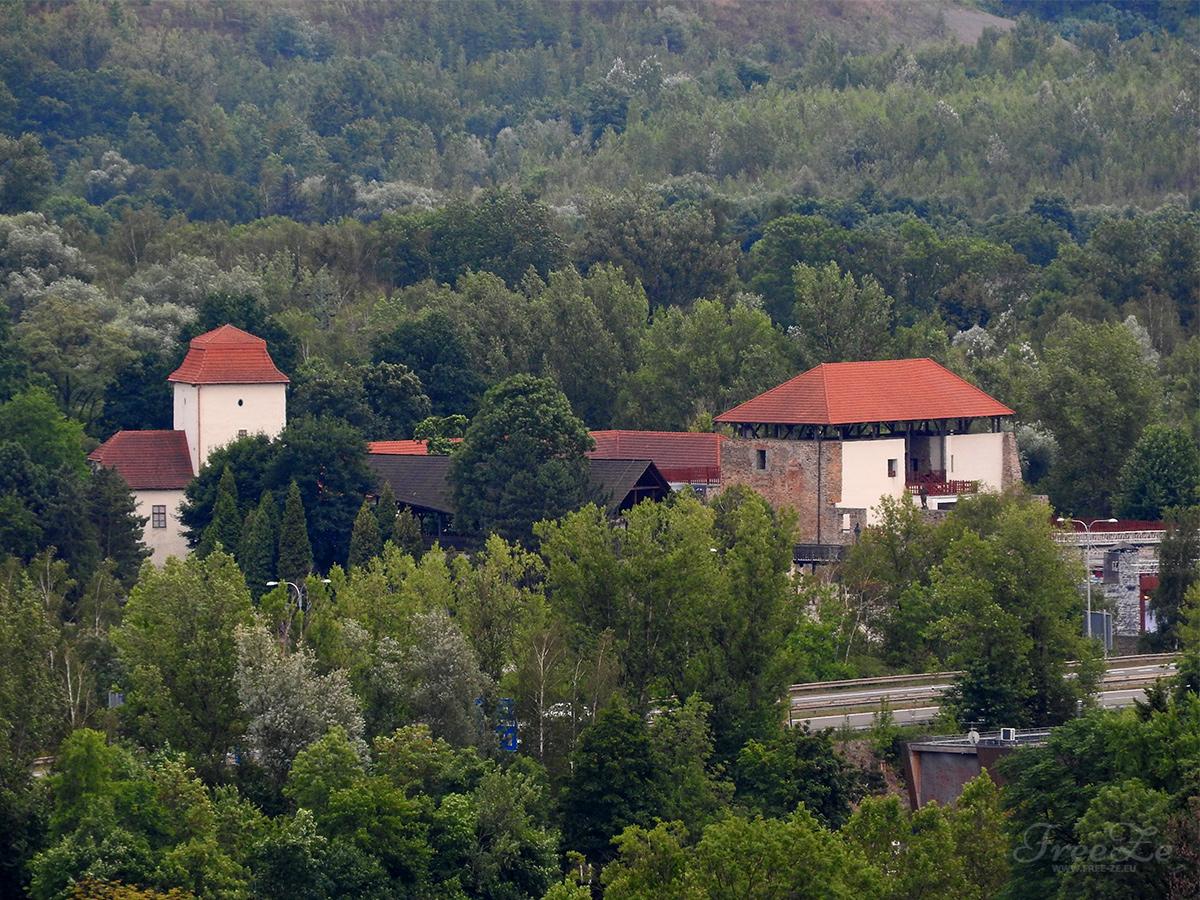 Tip na výlet: Kam vyrazit v Ostravě a co neminout?   Pohled na Slezskoostravský hrad z rozhledny na věži Nové radnice
